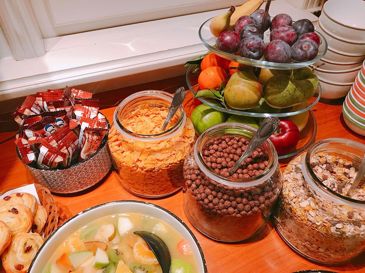 Das Frühstücksbuffet des Hotel Zehnthof in Cochem